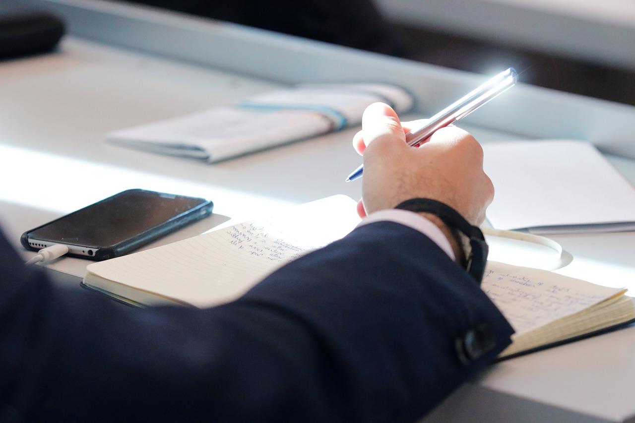 Keeping Meeting Minutes at Condo or HOA Board Meetings